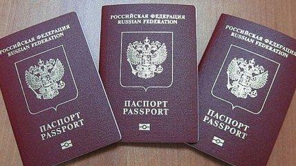 """Жителям ОРДЛО с паспортами РФ выдают """"военные билеты"""""""