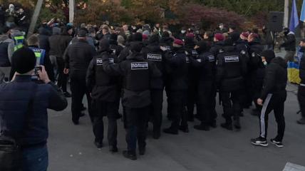 Столкновения под домом Порошенко