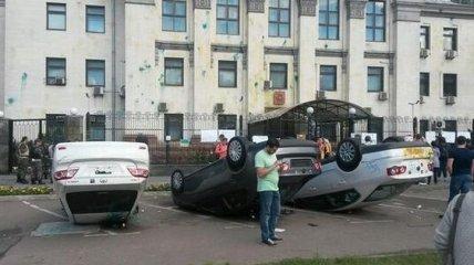 СБУ не удалось успокоить протестующих у здания посольства РФ в Киеве