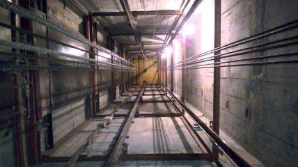 В Харькове двое мужчин упали в шахту лифта