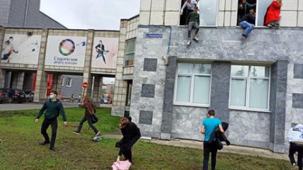 Студенти стрибали із вікон, щоб врятуватися.