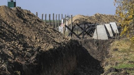 """Яценюк сообщил, когда будет завершен проект """"Европейский вал"""""""