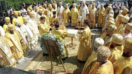В Киеве прихожане ПЦУ отправились на Владимирскую горку для молебна - фоторепортаж с места событий