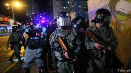 """В Гонконге пошли в ход """"коктейли Молотова"""": атаковано метро"""