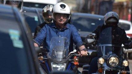 Президент Бразилии заявил об отрицательном тесте на COVID-19 и поехал кататься на мотоцикле