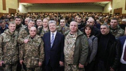 Порошенко принял участие в мероприятиях чествования  погибших героев-киборгов