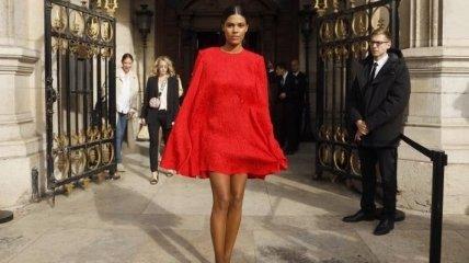 "Тина Кунаки появилась на улицах Парижа в потрясающем ""аутфите"" (Фото)"