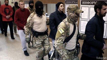 Военнопленным украинским морякам в РФ продлили арест