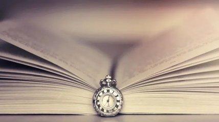 Книжный апрель: что почитать в дороге и дома