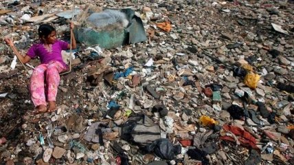 Глядя на это становится жутко: какая на самом деле жизнь в трущобах