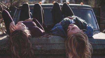 Друзья влияют на самооценку человека: это доказано исследованием