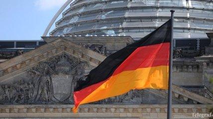 """Берлин избавляется от """"американских солдат"""" на прежнем КПП"""