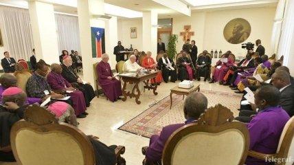 Папа Римский в свои 82 года целовал ноги лидерам Южного Судана (Видео)