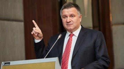 Аваков рассказал, кому вручал наградное оружие