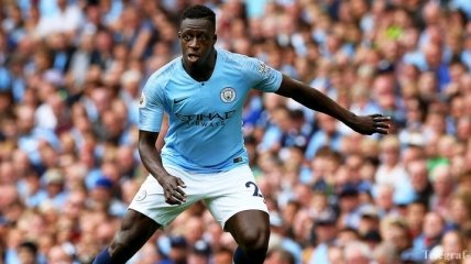 Cтюарды перепутали футболиста Манчестер Сити с выбежавшим на поле фанатом