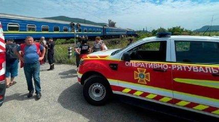 ДТП с грузовиком и поездом на Закарпатье: в МВД рассказали о состоянии пострадавших