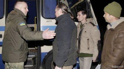 Из плена освободили еще двух военных