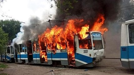 В Днепре на улице полностью сгорел трамвай