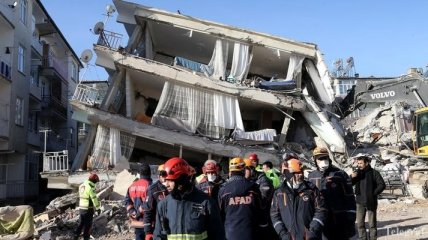Разрушительное землетрясение в Турции: число жертв опять возросло