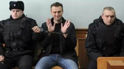 """Пошутите еще про Кадырова: перевод Навального """"в Петушки"""" наделал шуму в сети"""