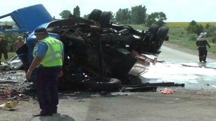 Смертельное ДТП: разлилось 5 тонн топлива, возможен взрыв (Видео)