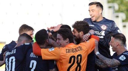 В Италии футболист забил умопомрачительный гол пушечным ударом с 65 метров (видео)