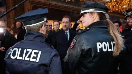 Водитель на автомобиле намеренно въехал в толпу в Германии