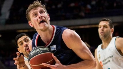 Игрок сборной Украины может лишиться части зарплаты в Барселоне (Видео)