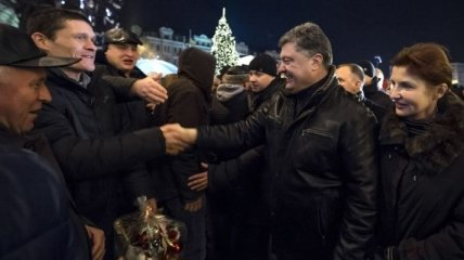 Порошенко с женой посетили елку на Софийской площади