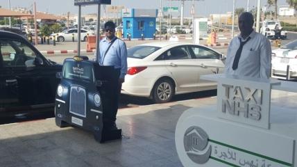 Таксисты ожидают клиентов в аэропорту Джизана