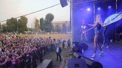 Оля Полякова в розпал епідемії коронавірусу дала концерт для вчителів в Харкові (фото, відео)