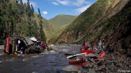 В Перу автобус упал в реку - погибли около 30 человек