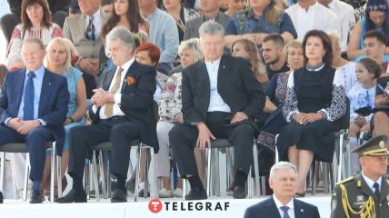 Порошенко уснул во время речи Зеленского на параде: Кучма с Ющенко тоже приуныли (эксклюзивные фото)