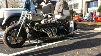 Мотоцикл с двигателем V12 от Lamborghini (Видео)