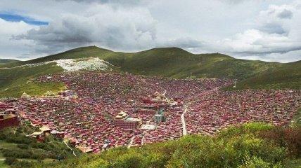 Крупнейшая буддийская академия в мире (Фото)