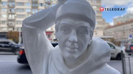 Памятник Роману Гению
