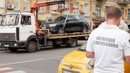 Аварии, потраченные нервы, хищение – что ожидает украинцев, чьи авто увозят на штрафплощадки?