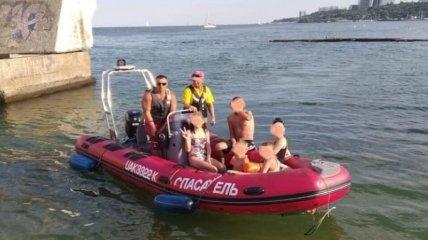 В Одесі троє дітей ледь не потонули в морі, катаючись на катамарані