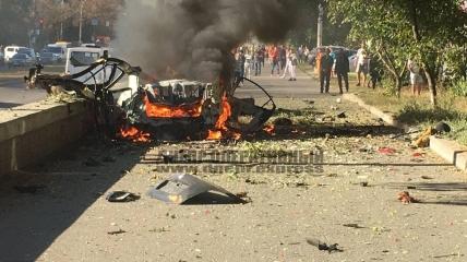 Горящая машина после взрыва