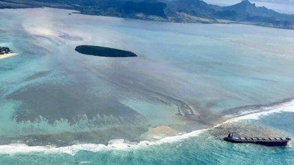 Крушение судна у берегов Маврикия: топливное пятно сняли из космоса (Фото)