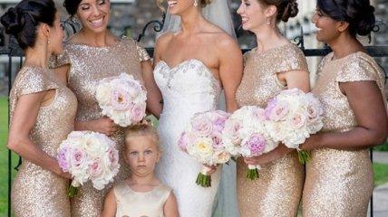Вот скукотище: как коротают время маленькие шалуны на свадьбах
