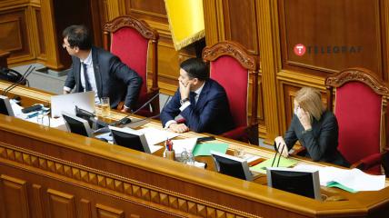 Голосование за отставку  - ожидание результата на табло.