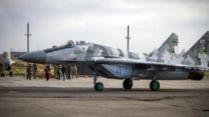 Пьяный инженер устроил аварию с самолетом на военном аэродроме под Киевом