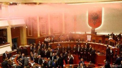 Активисты в Албании пытаются захватить парламент: есть пострадавшие