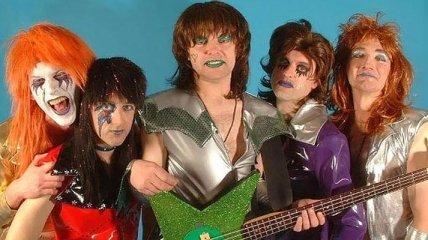 Странные и нелепые наряды рок-музыкантов из прошлого (Фото)