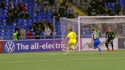 Руслан Валиуллин забивает второй гол в ворота сборной Украины