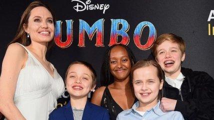 """Анджелина Джоли на премьере """"Дамбо"""" с детьми"""