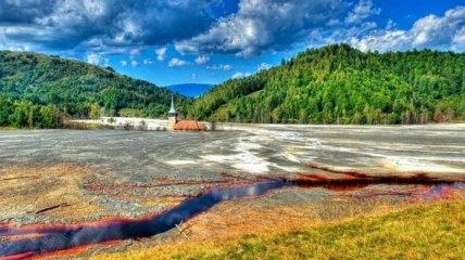 Жуткая красота: затопленная токсическими отходами деревня (Фото)