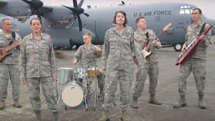 """Американские военные музыканты спели """"Щедрик"""" (Видео)"""