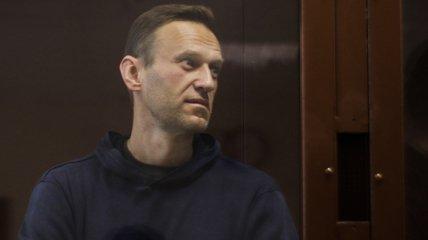 Навальному стало хуже: политик жалуется на температуру и туберкулез